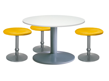 Ensemble de mobiliers en location : 3 x CONCHE jaune / 1 x NOIRMOUTIER blanc